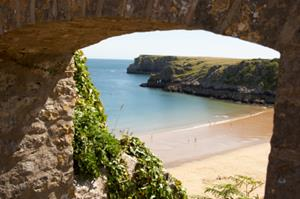 Barfundle Bay. Pembrokeshire Coastal Path, holidays in Wales.