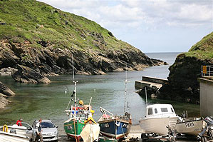 Portloe Harbour, Walking Holidays in the South West, Hiking Trails South West England